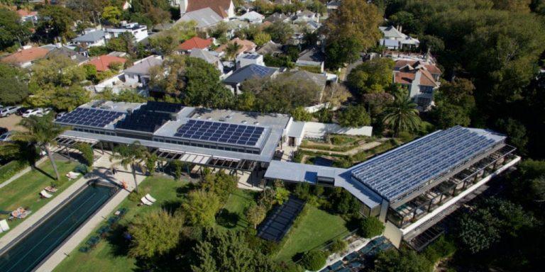 Placas solares para casas rurales hoteles