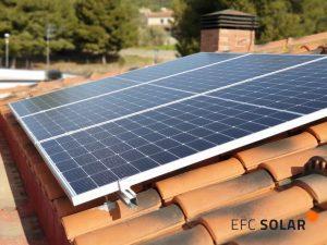 instal·lació de plaques solars en una casa a Calafell Tarragona