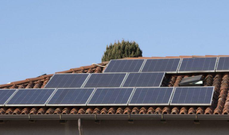 puedo poner paneles solares en mi casa