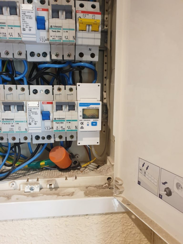 contador instalacion solar fotovoltaica meter