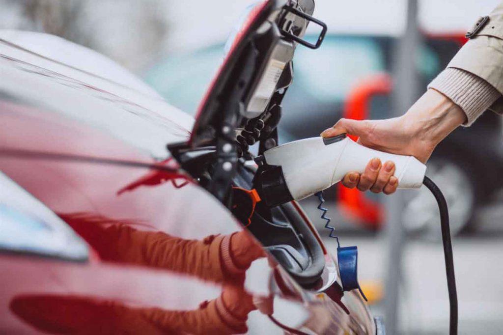 carga de coches electricos con paneles solares