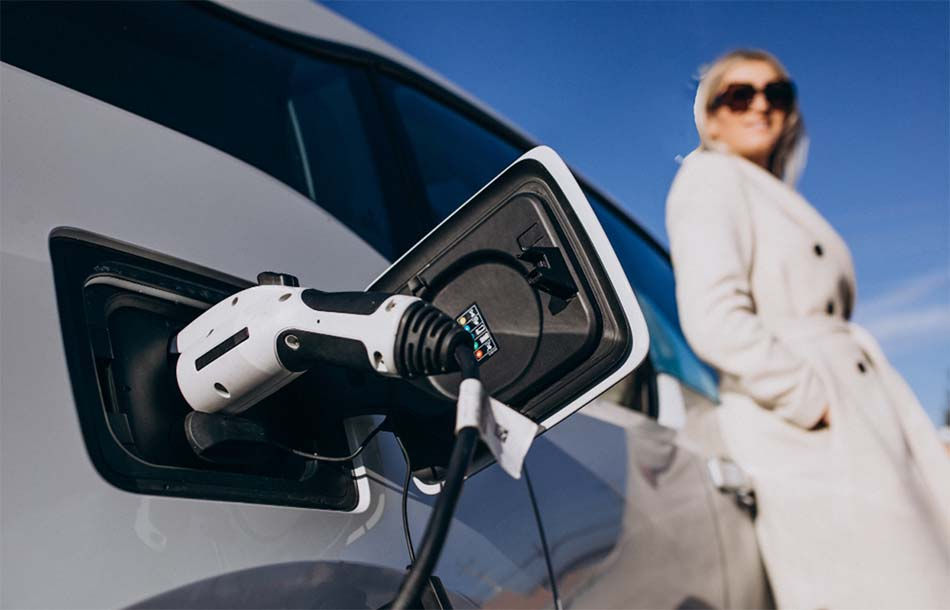 paneles solares para cargar coches electricos
